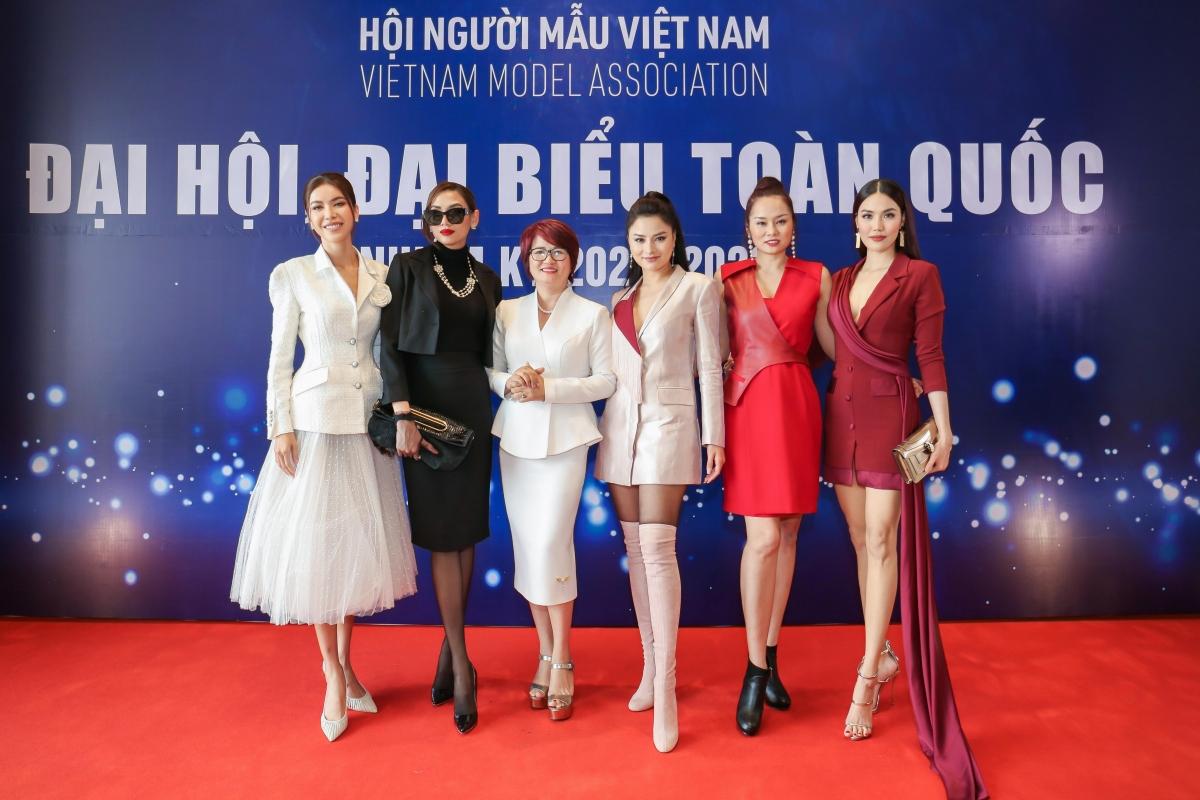 Dàn siêu mẫu quy tụ tại Đại hội đại biểu Hội người mẫu Việt Nam