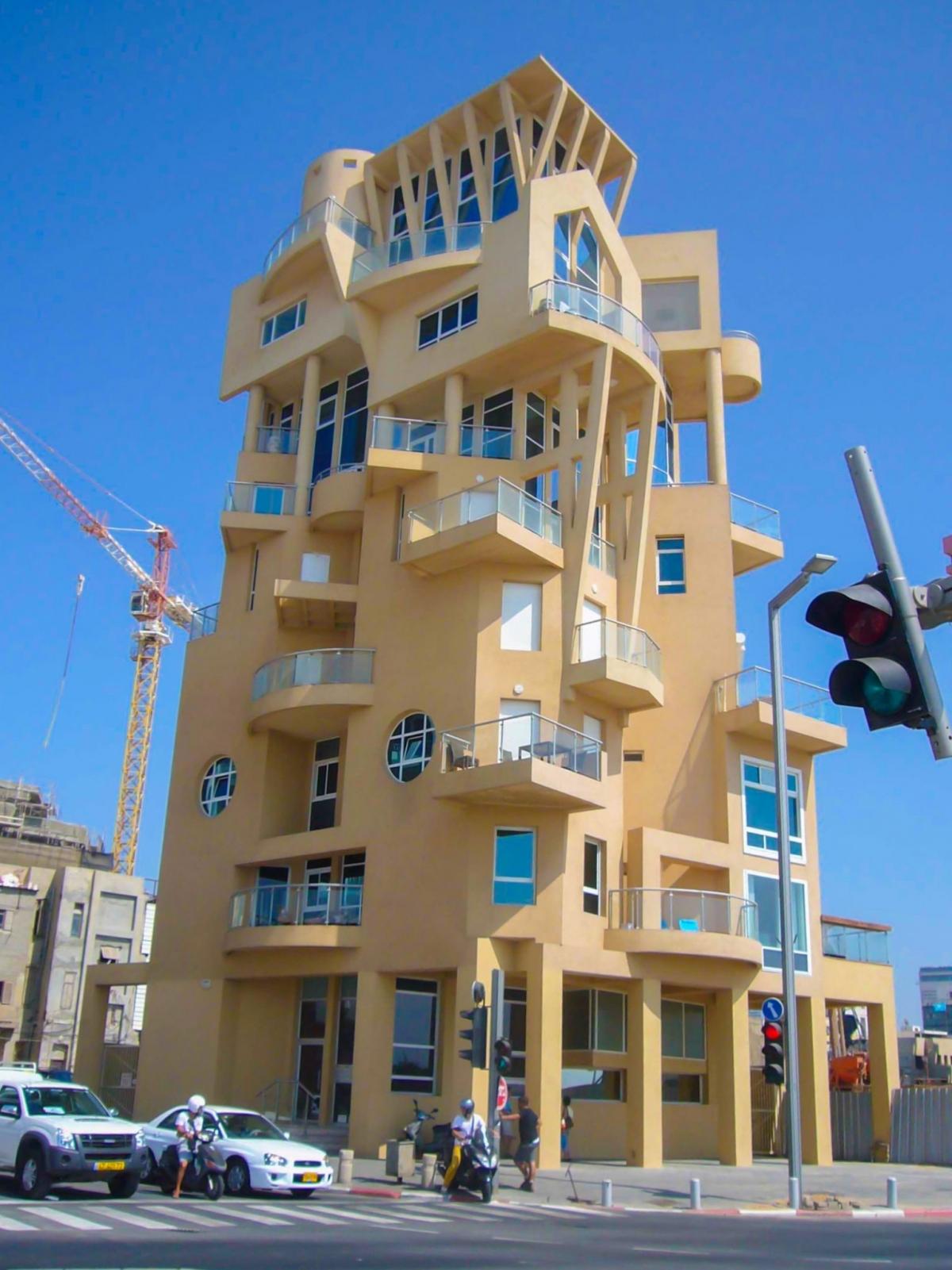 Có vẻ như tòa nhà này ở Tel Aviv, Israel kết hợp tất cả các hình dạng hình học.