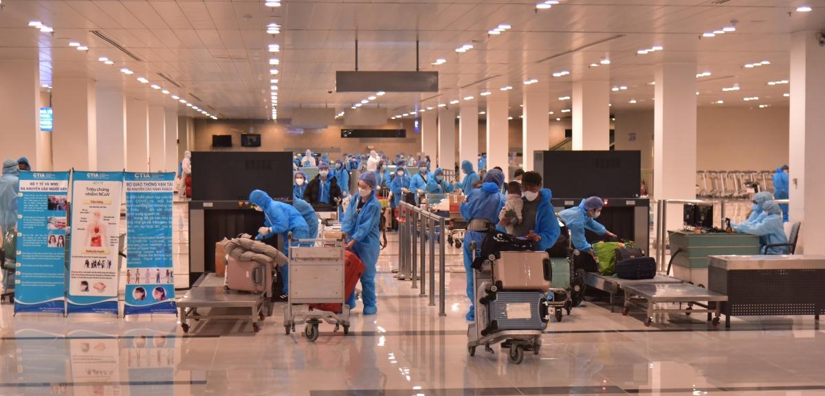 Hơn 340 công dân Việt Nam từ Hàn Quốc về nước cách ly tại Bạc Liêu.