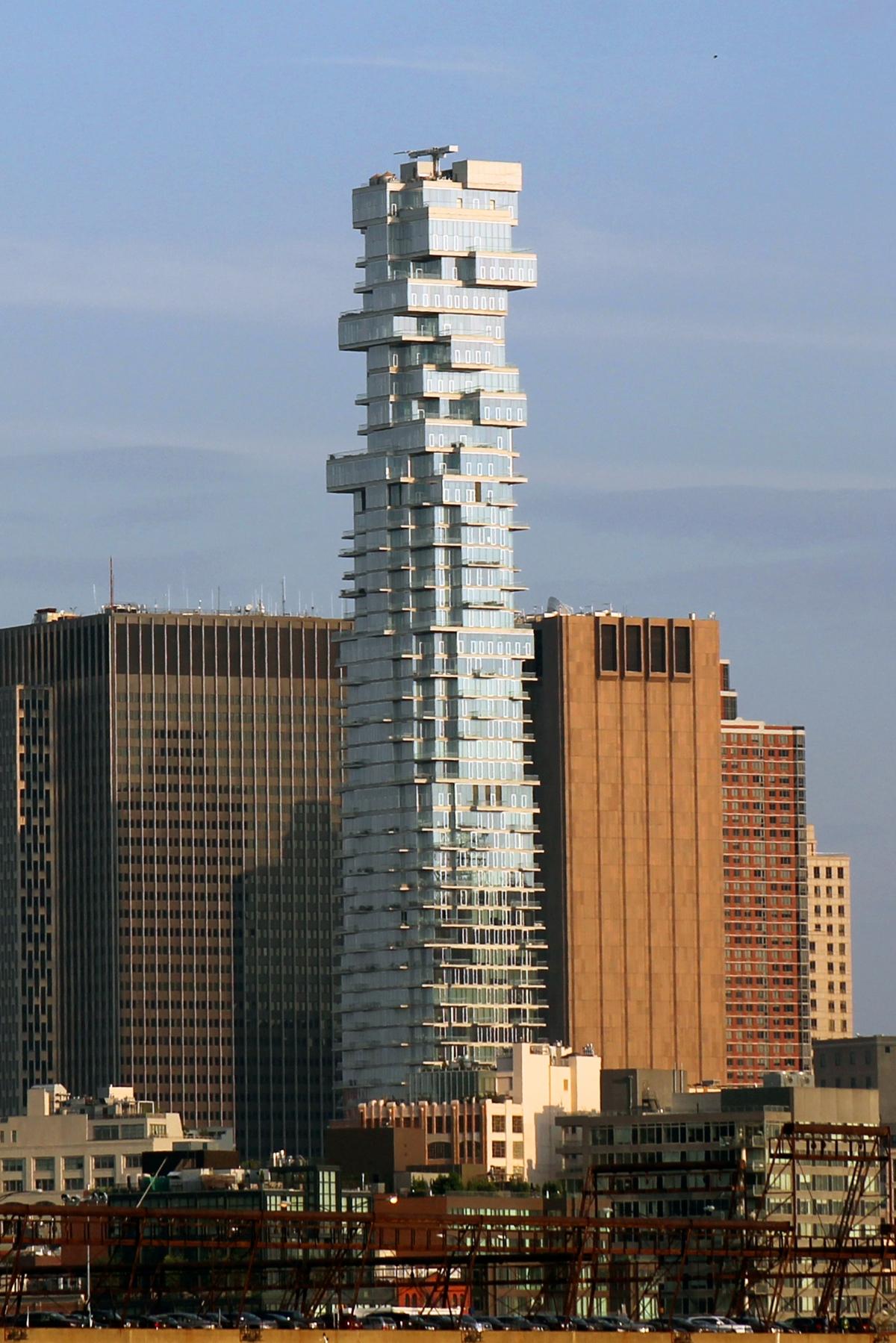 Tòa nhà chọc trời này ở New York (ở Mỹ) trông giống như một trò chơi rút gỗ khổng lồ.