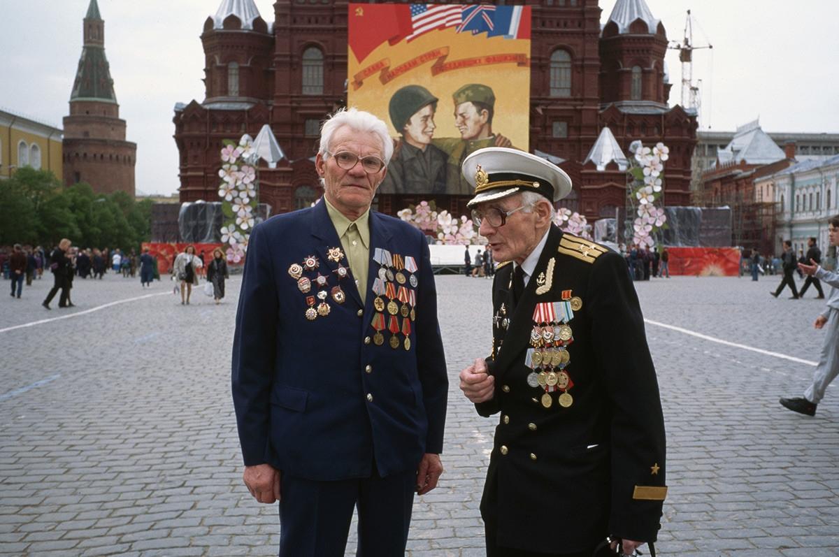 Các cựu binh Thế chiến II dự lễ kỷ niệm ngày Chiến thắng phát xít Đức.