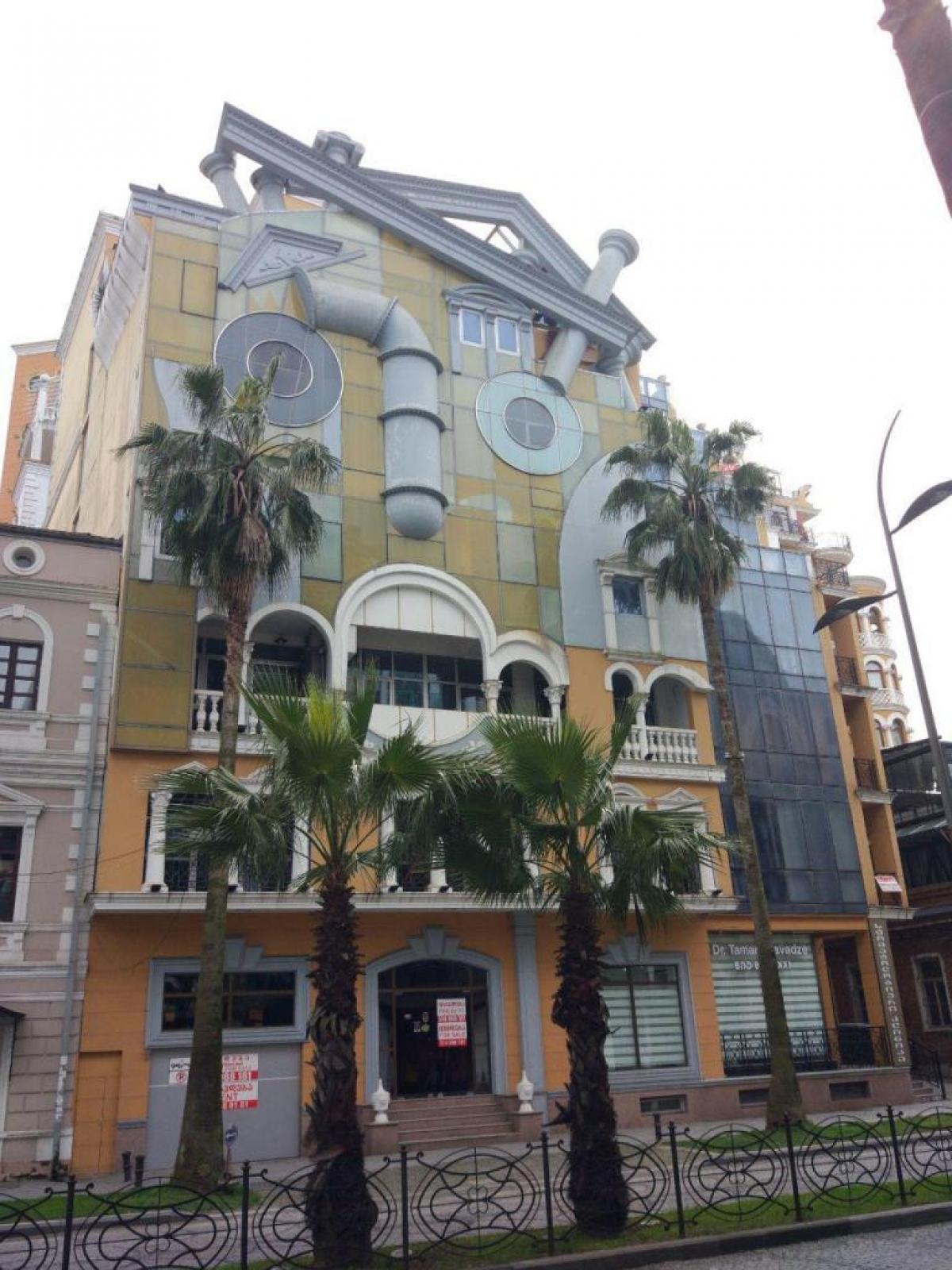 Một tòa nhà ở Batumi, Georgia trông giống như một khuôn mặt