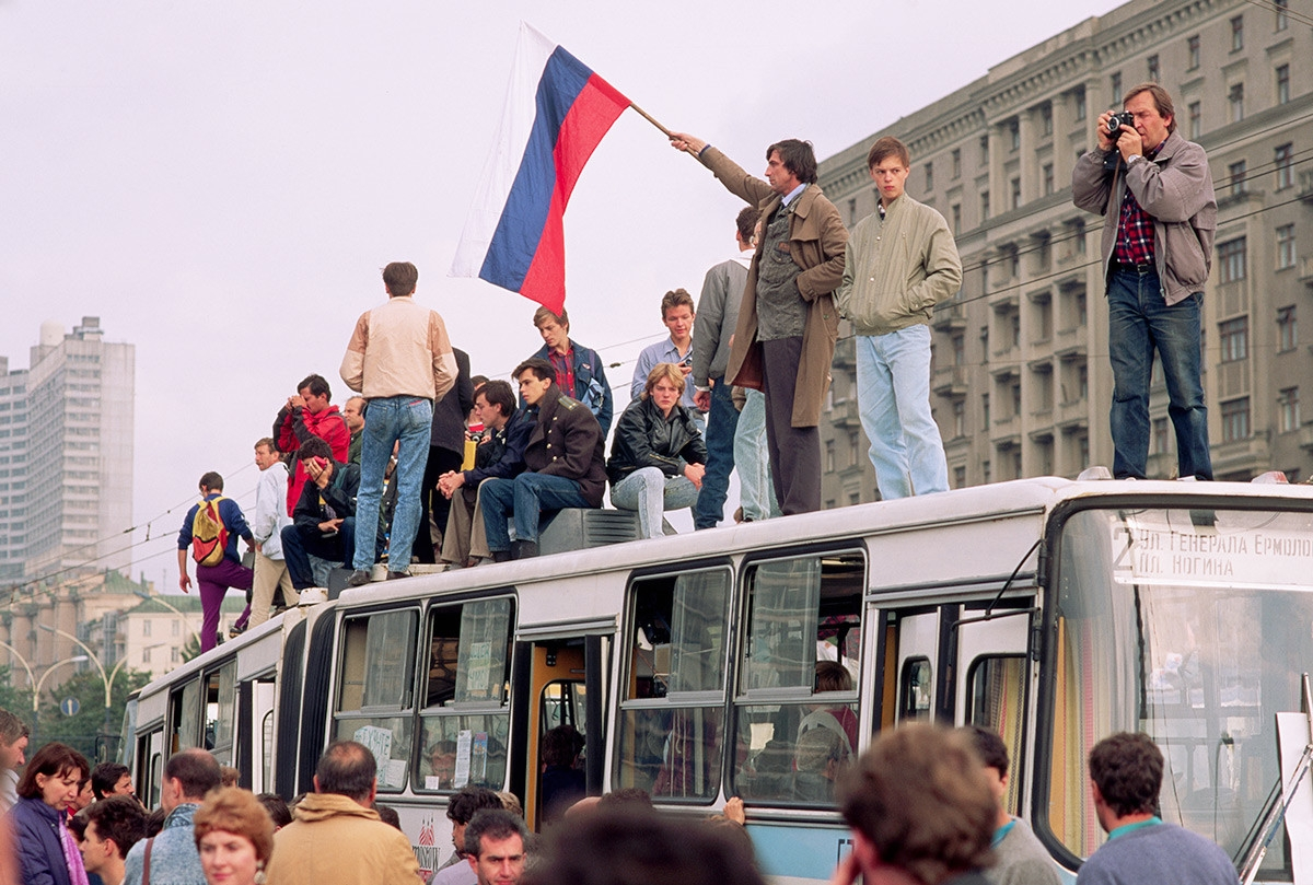 Cảnh tượng khi xảy ra cuộc đảo chính với ý đồ lật đổ Tổng thống Liên Xô Gorbachev.