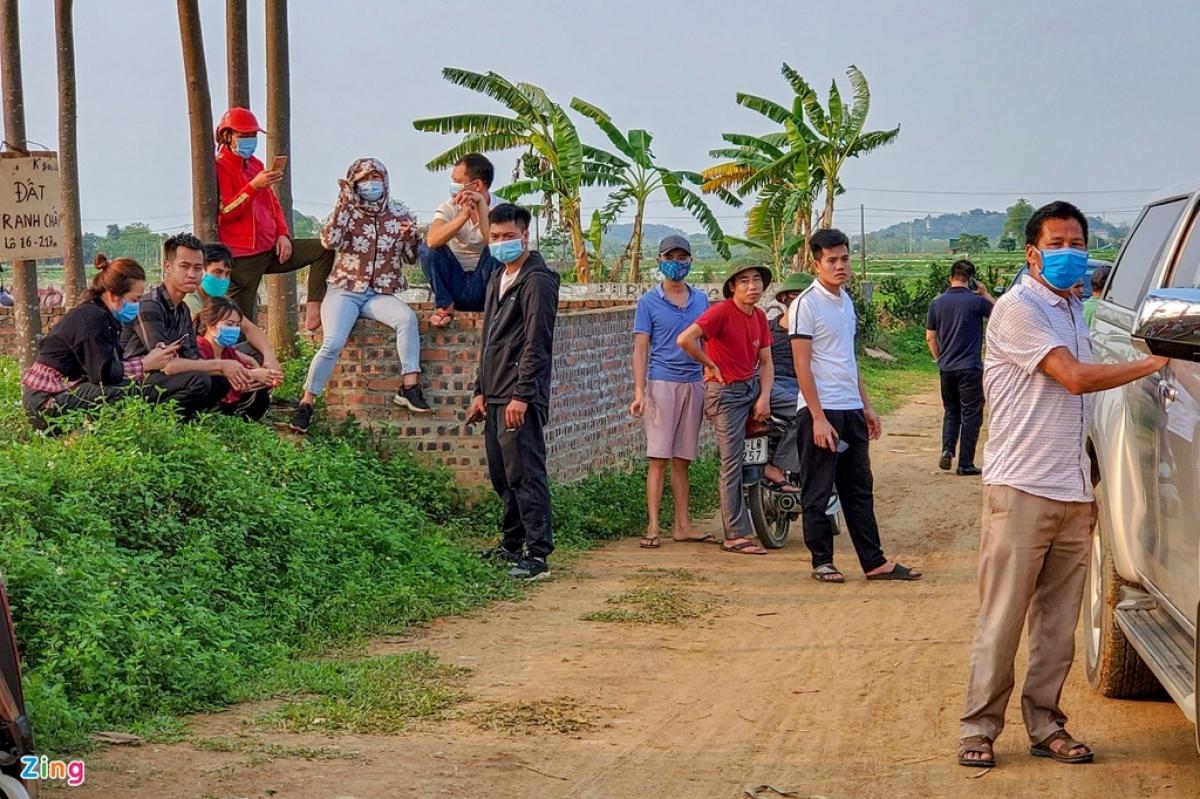 """Tình trạng cò """"thổi giá"""" tại một dự án bất động sản ngoại thành Hà Nội. (Ảnh: Zing News)"""