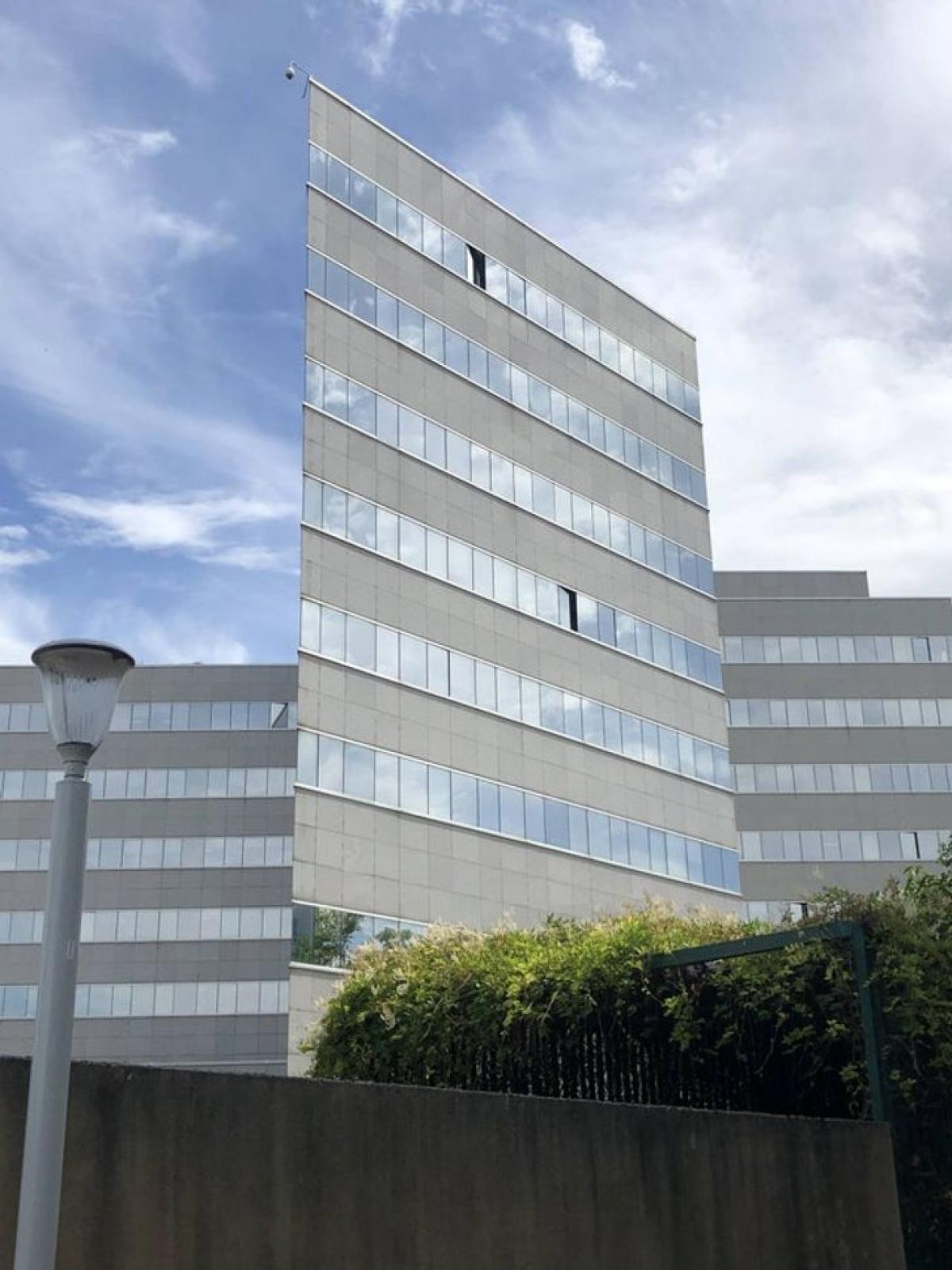 Góc chụp ảnh trông tòa nhà như một mặt phẳng.