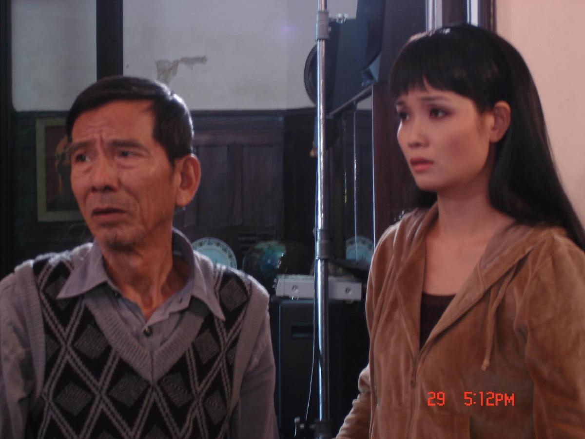 """NSND Trần Hạnh và diễn viên Mai Thu Huyềntrong bộ phim """"Nhà có 3 chị em gái""""."""