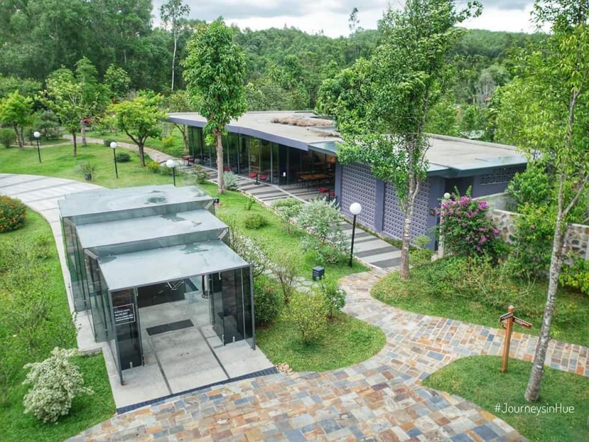 Không gian Lưu niệm Lê Bá Đảng (thôn Kim Sơn, xã Thủy Bằng, thị xã Hương Thủy) là nơi du khách chiêm ngưỡng bộ sưu tập tác phẩm nghệ thuật của danh họa Lê Bá Đảng và trải nghiệm không gian kiến trúc cảnh quan đặc sắc.