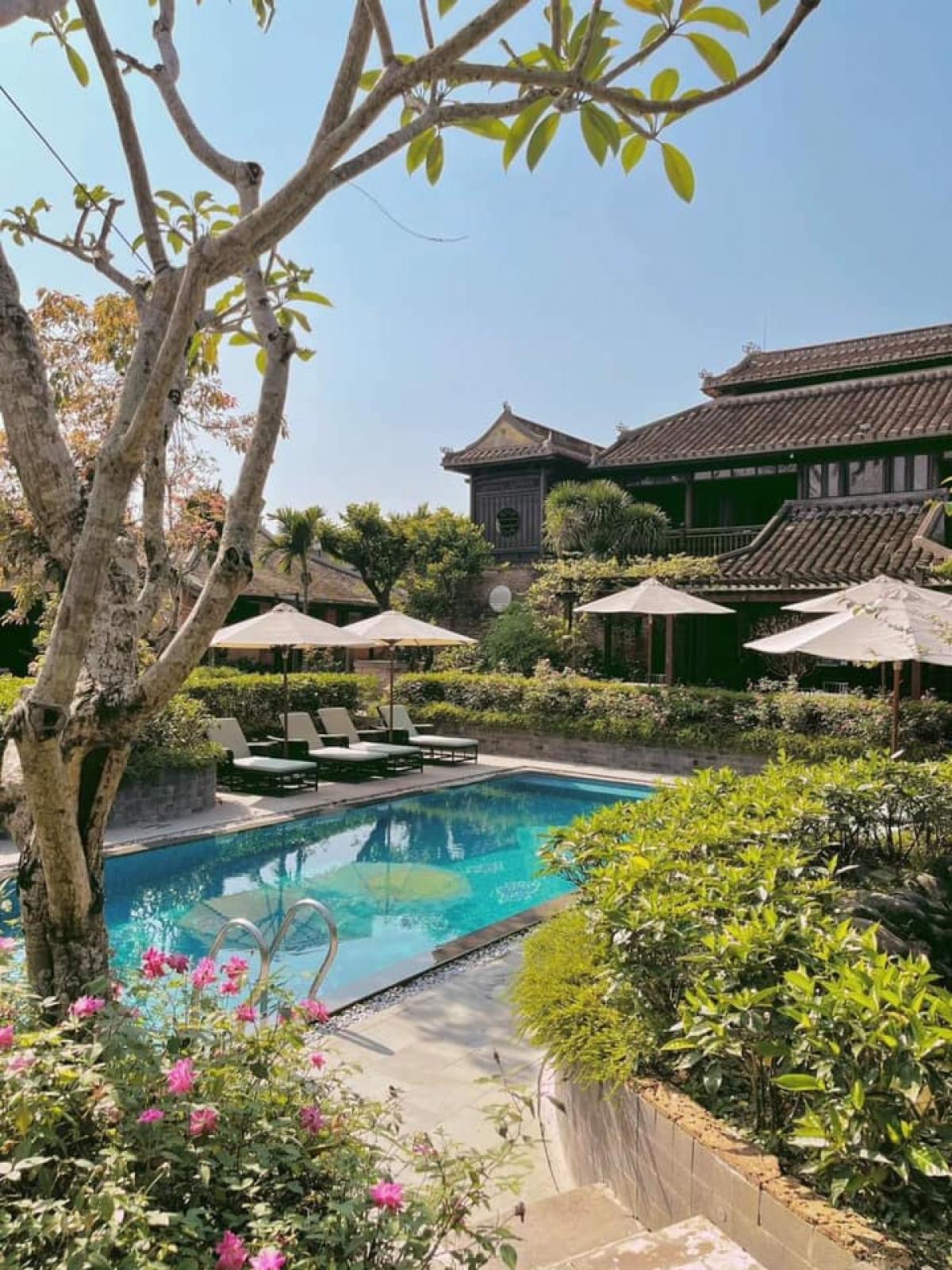 Không gian khu nhà vườn Huế cổ, làng Phú Mộng (Kim Long, TP. Huế).