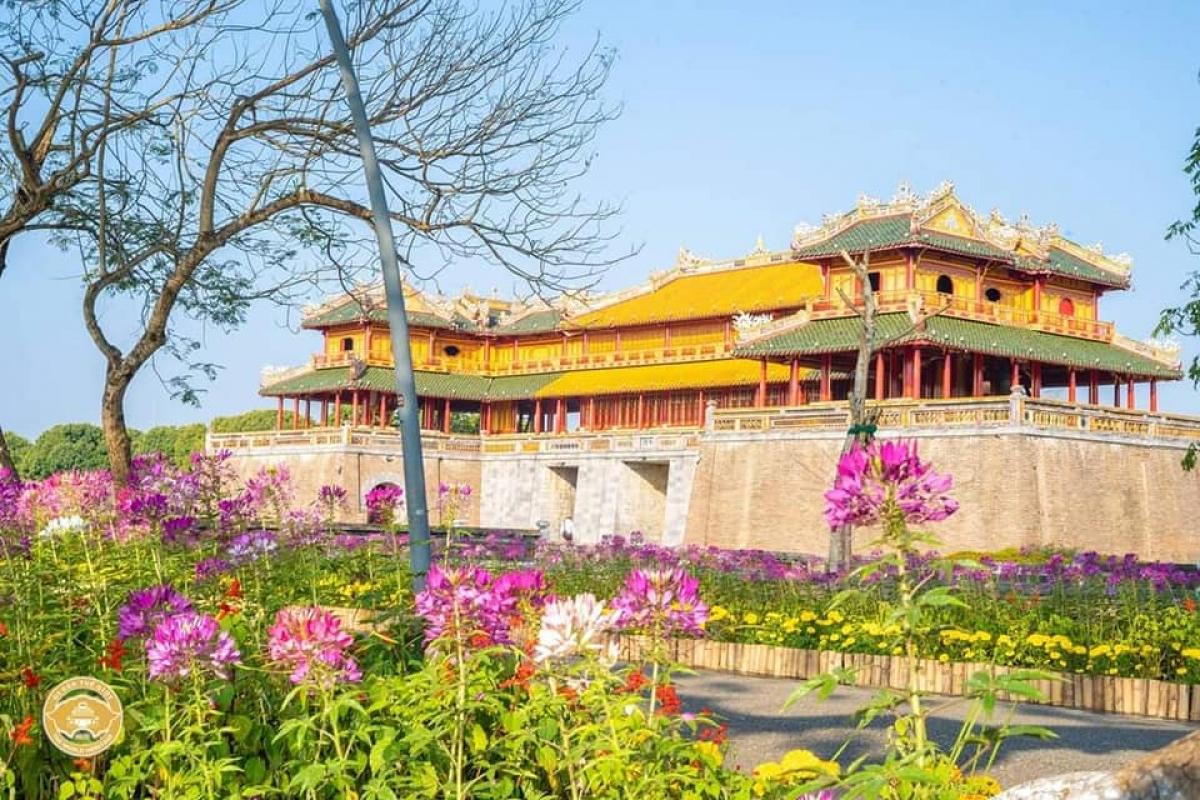 Các điểm di tích lịch sử văn hóa Huế thuộc quần thể di tích Cố đô Huế (TP. Huế) là những điểm đến nổi tiếng nhất tại Thừa Thiên Huế. Hiện nay, khu di tích đang áp dụng chính sách giảm phí tham quan đối với khách đi theo tour (áp dụng từ ngày 01/3/2021 - 31/8/2021).