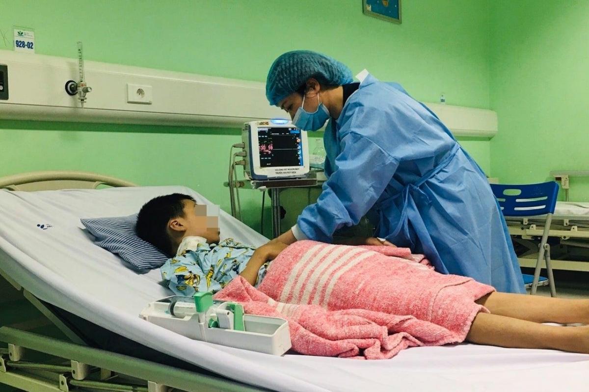 9 ngày sau ca phẫu thuật ghép thận, bệnh nhi M.T tạm thời ổn định.(Ảnh do BV cung cấp)