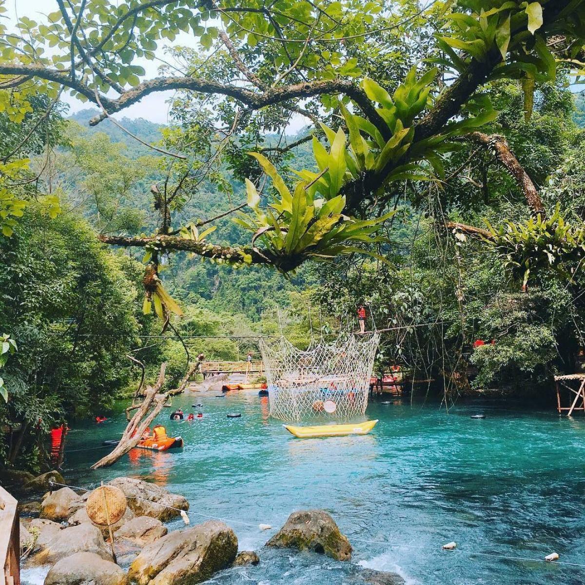 Suối Nước Moọc, Quảng Bình.
