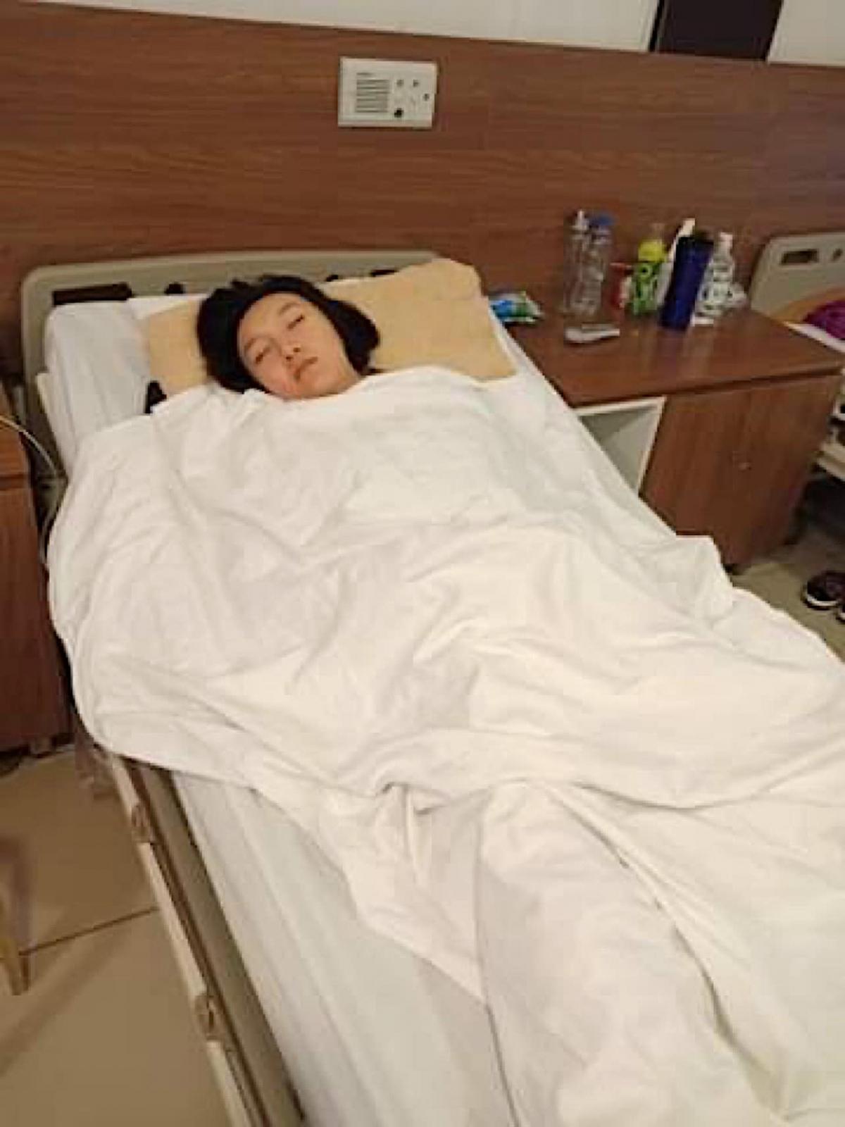 """Quãng thời gian đầu khi Diễm My đi trị xạ: """"Giấc ngủ ngon lành trên giường hiếm hoi sau chuỗi ngày ngủ đứng ngủ ngồi, thậm chí là thức trắng đêm vì không nằm được""""."""
