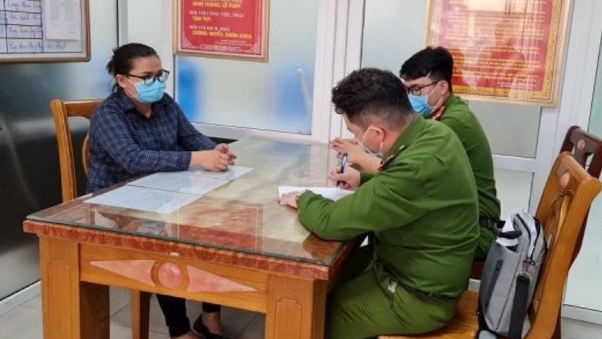 Nguyễn Thị Thùy Thư tại cơ quan công an