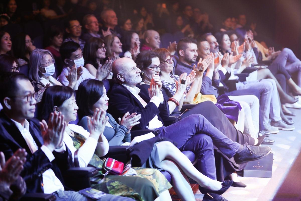 Khán giả đã có một đêm nhạc đầy cảm xúc với Hiền Nguyễn và ekip.