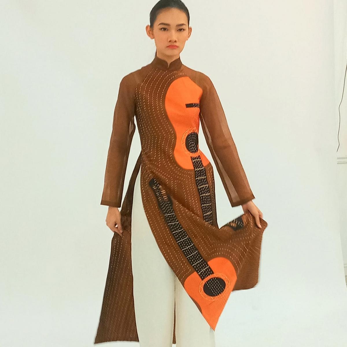 Diego đã đưa hình ảnh cây đàn guitar của Tây Ban Nha lên áo dài Việt Nam. Sắp tới ông dự định sẽ đưa thêm những bức họa của Picasso lên trang phục truyền thống này.