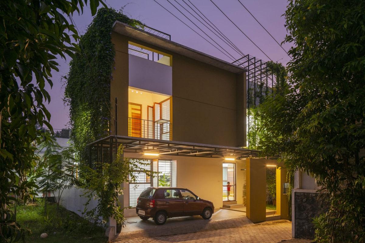 Với diện tích 274 m2, các kiến trúc sư đã sử dụng các khoảng trống và một hệ thống thông gió chéo, phù hợp với khí hậu nóng bức. Việc xây dựngkhông gianmở cũng tạo nêntrải nghiệm sống độc đáo cho các thành viên trong gia đình, khi mọi người vẫn có thể kết nối được với nhau khi ở các phòng khác nhau.Giàn cây xanh khổng lồ tạo nên một bức tường bao bọc quanh ngôi nhà hiện đại, tạo bóng mát cho sân thượng.