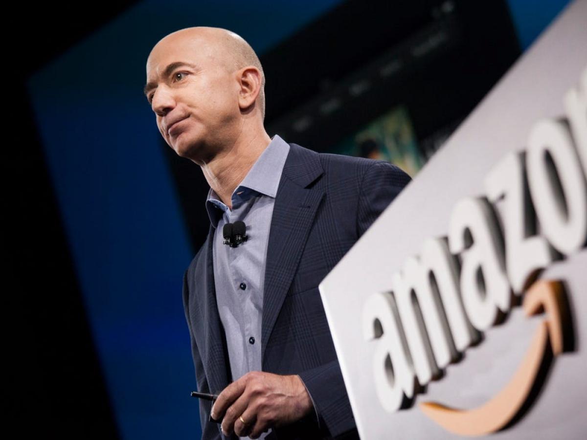 Tỷ phú Jeff Bezos - ông chủ của tập đoàn thương mại điện tử lớn nhất thế giới Amazon - hiện đứng đầu trong danh sách những người giàu nhất thế giới (theo tạp chí danh tiếng Forbes).