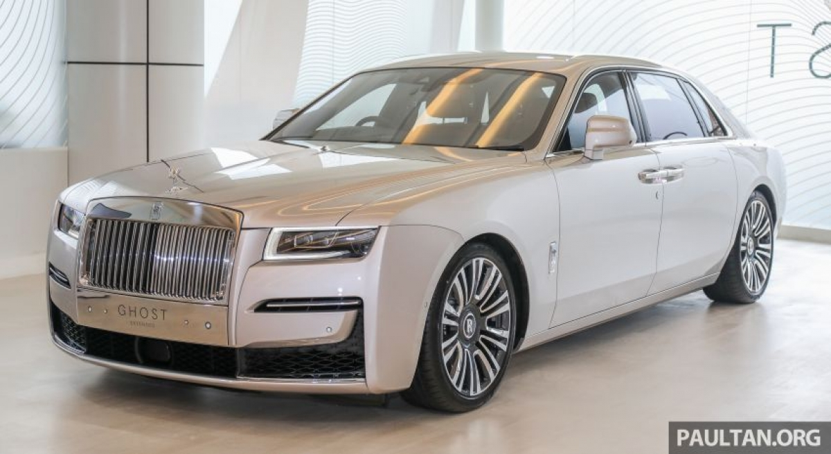 Được thiết kế lại từ đầu, chiếc sedan sang trọng hoàn toàn mới này được cung cấp 2 phiên bản trong đó phiên bản chiều dài cơ sở tiêu chuẩn có giá 1,45 triệu RM (tương đương 8,1 tỷ đồng).