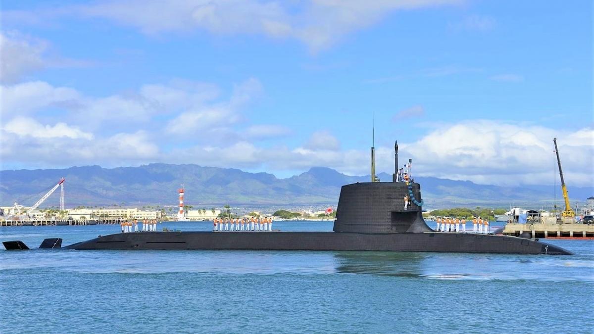 Tàu ngầm Hakuryu SS-503 thuộc lớp Sōryū trong chuyến thăm Trân Châu Cảng (Hawaii); Nguồn: wikipedia.org