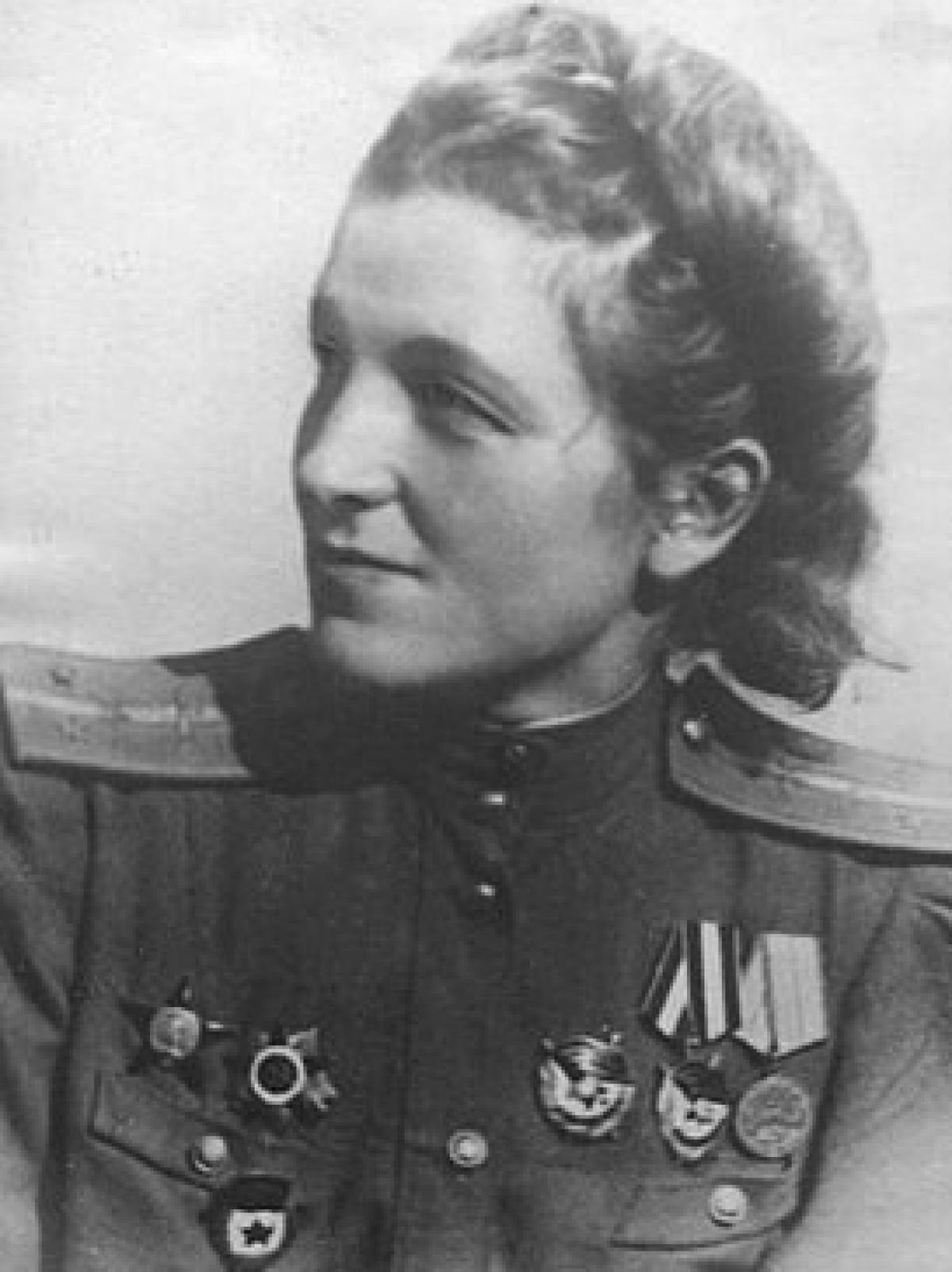 Nữ Thượng úy phi công Maguba Huseynovna Syrtlanova; Nguồn: wikipedia.org