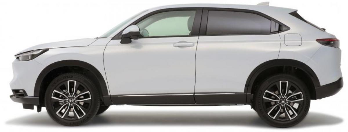 Honda đã theo đuổi thiết kế theo phong cách coupe bằng việc tăng độ gồ lên của kính chắn gió phía sau. Xe cũng được làm mượt mà bề mặt để có ngoại hình tối giản hơn, bỏ đi phần chắn bùn phía trước của chiếc HR-V cũ và đường vai được nâng cao để tạo ra một đường gấp ngang chạy từ phía trước đến phía sau của xe.