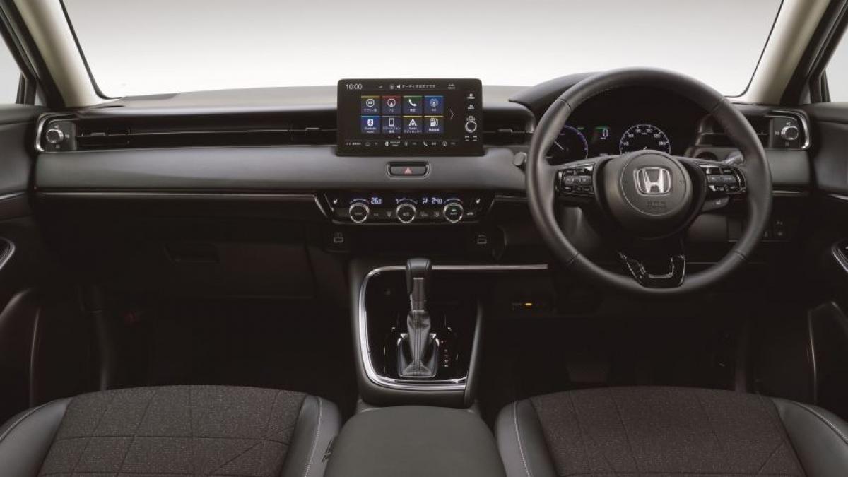 Honda cho biết, họ đang tập trung vào việc cải thiện cảm giác rộng rãi và thông thoáng cho nội thất bằng việc cải thiện tầm nhìn khi sử dụng cửa sổ lớn hơn, thiết kế bảng điều khiển nằm ngang và nắp ca pô phẳng. Các cửa gió điều hòa góc hình chữ L đặc trưng (với các nút điều khiển lớn) cũng làm tăng hiệu ứng bằng cách khuếch tán luồng không khí, hướng luồng gió dọc theo kính chắn gió và cửa sổ bên tới mái, tạo ra một luồng gió xoáy bên cạnh và phía trên hành khách.