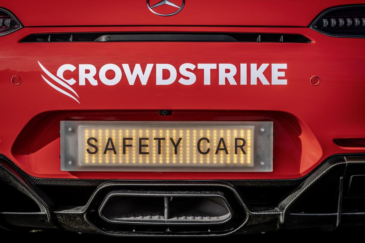 Về phần chiếc xe y tế Mercedes-AMG C 63 S Estate, xe sẽ được cầm lái bởi Alan van der Merwe trong mùa giải năm nay. Để có thể ứng cứu tại hiện trường tai nạn nhanh nhất có thể, nó sử dụng động cơ V8 tăng áp kép, dung tích 4.0 lít với công suất cực đại 510 mã lực.