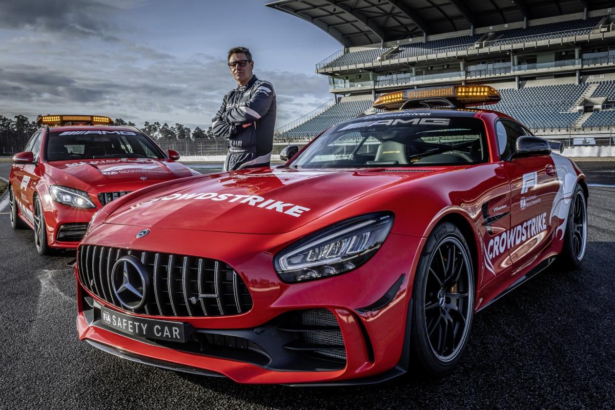 """Cũng theo ông Phillip Scheimer: """"Với chiếc AMG GT R và C 63 S Estate, chúng tôi đã chế tạo ra những chiếc xe dành cho đường đua đã chứng minh được giá trị của chúng khi là một chiếc xe an toàn và xe y tế. Vẻ ngoài mới cũng hoàn toàn phù hợp với chúng""""."""