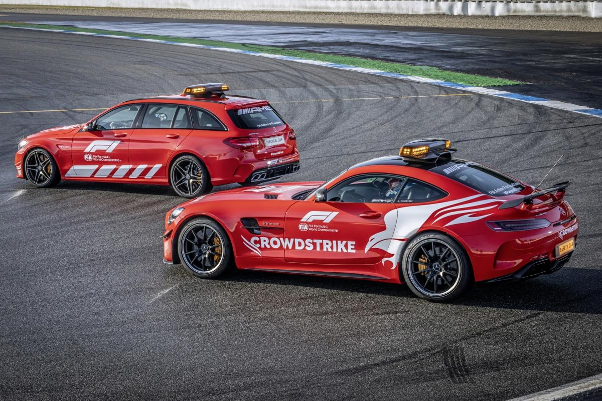 Khác với những năm trước, hai chiếc xe an toàn và xe y tế của Mercedes-AMG năm nay sẽ sở hữu ngoại thất màu đỏ với tên nhà tài trợ Crowdstrike thay vì màu bạc thường thấy trên những chiếc xe được sử dụng ở các năm trước. Năm 2021 cũng rất đặc biệt với hãng xe này khi đây là năm thứ 25 những chiếc xe của Mercedes-AMG được vinh dự được dùng làm xe an toàn và xe y tế của giải đua xe Công thức 1.