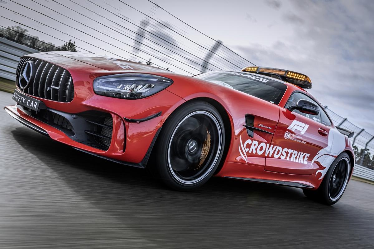 Sức mạnh này sẽ được truyền đến bánh sau thông qua hộp số tự động, ly hợp kép AMG SPEEDSHIFT 7 cấp, nhờ đó, xe có khả năng tăng tốc lên 100 km/h trong chỉ 3,6 giây trước khi đạt tốc độ tối đa 318 km/h. Xe sẽ được điều khiển bởi tay lái kỳ cựu Bernd Maylander trong mùa giải năm nay.