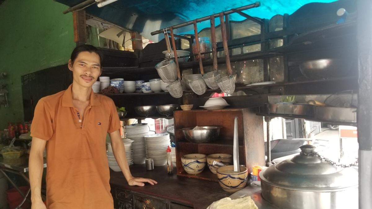 Anh Lạc Vĩnh Trâm là thế hệ thứ 3 duy trì quán hủ tiếu mì này.