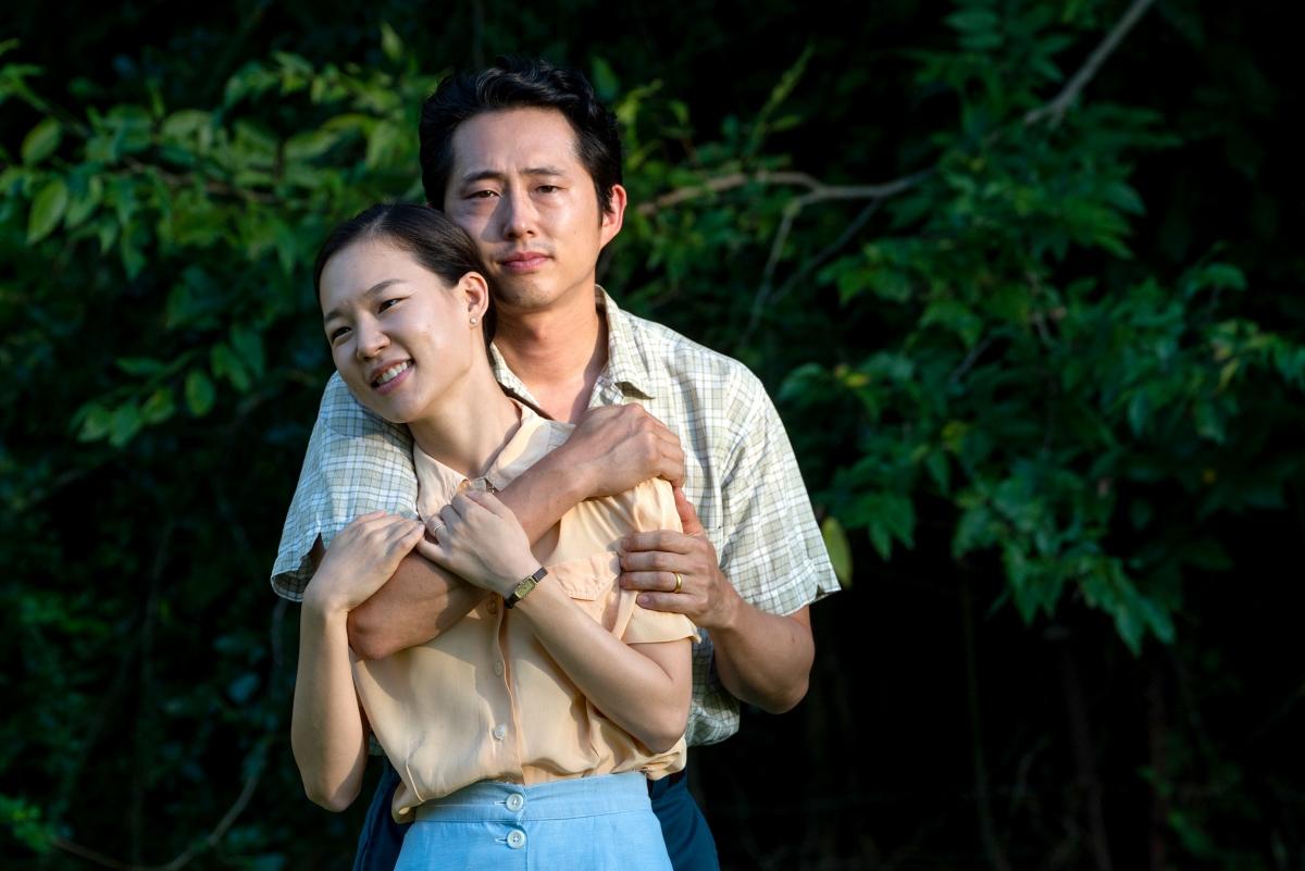 "Steven Yeun vàHan Ye-ri trong ""Minari""."