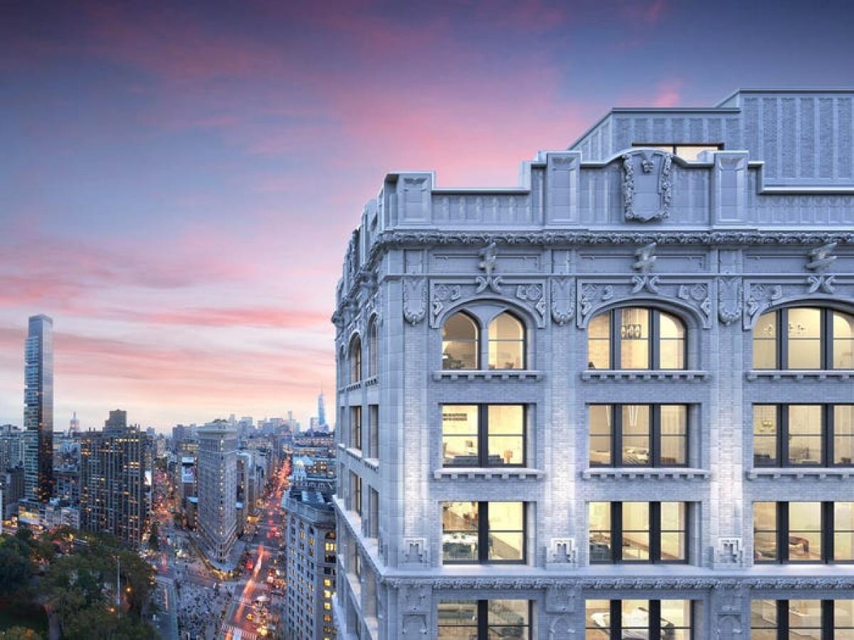 Sở hữu tài sản cả trăm tỷ USD, ông Jeff Bezos nắm trong tay nhiều khối bất động sản khổng lồ, trong đó có căn hộ penthouse tại đại lộ 212 Fifth Avenue, trung tâm thành phố New York, Mỹ.