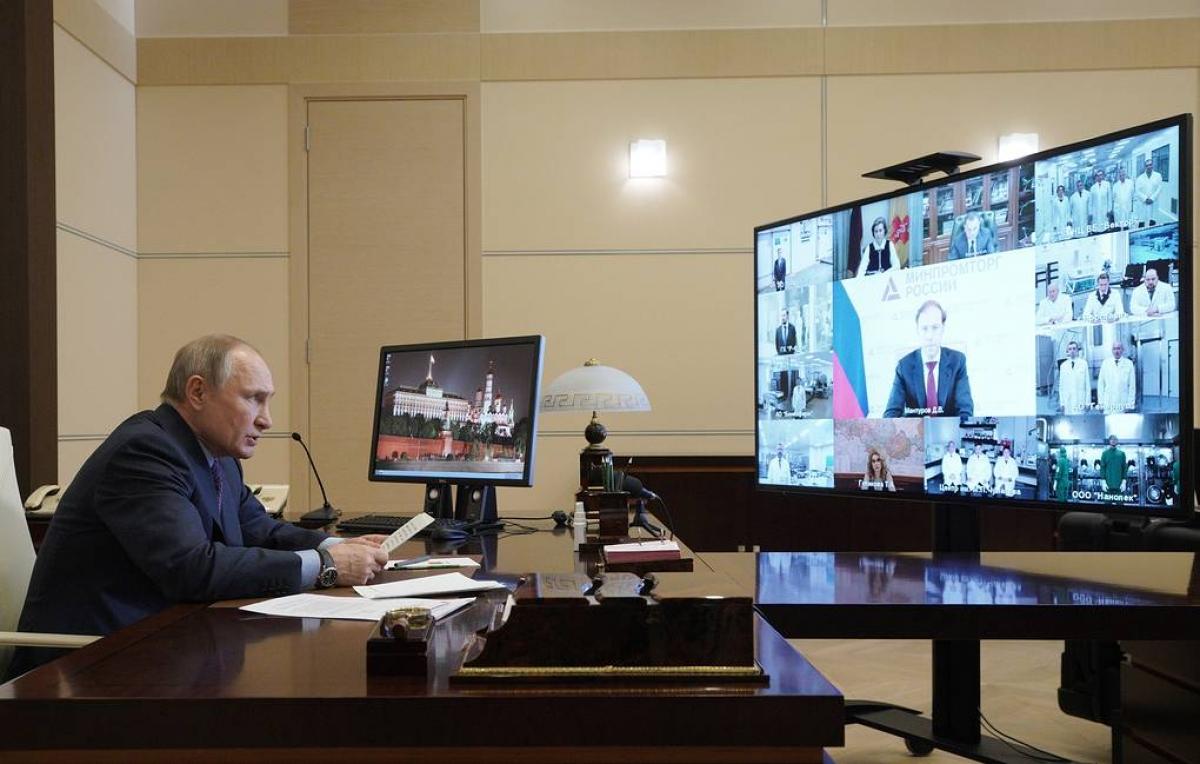 Tổng thống Nga V.Putin tại cuộc họp về vấn đề tiêm vaccine. Ảnh: Tass