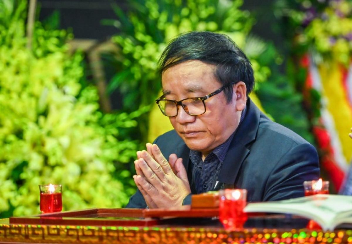 Nhà thơ Trần Đăng Khoa đến viếng nhà văn Nguyễn Huy Thiệp