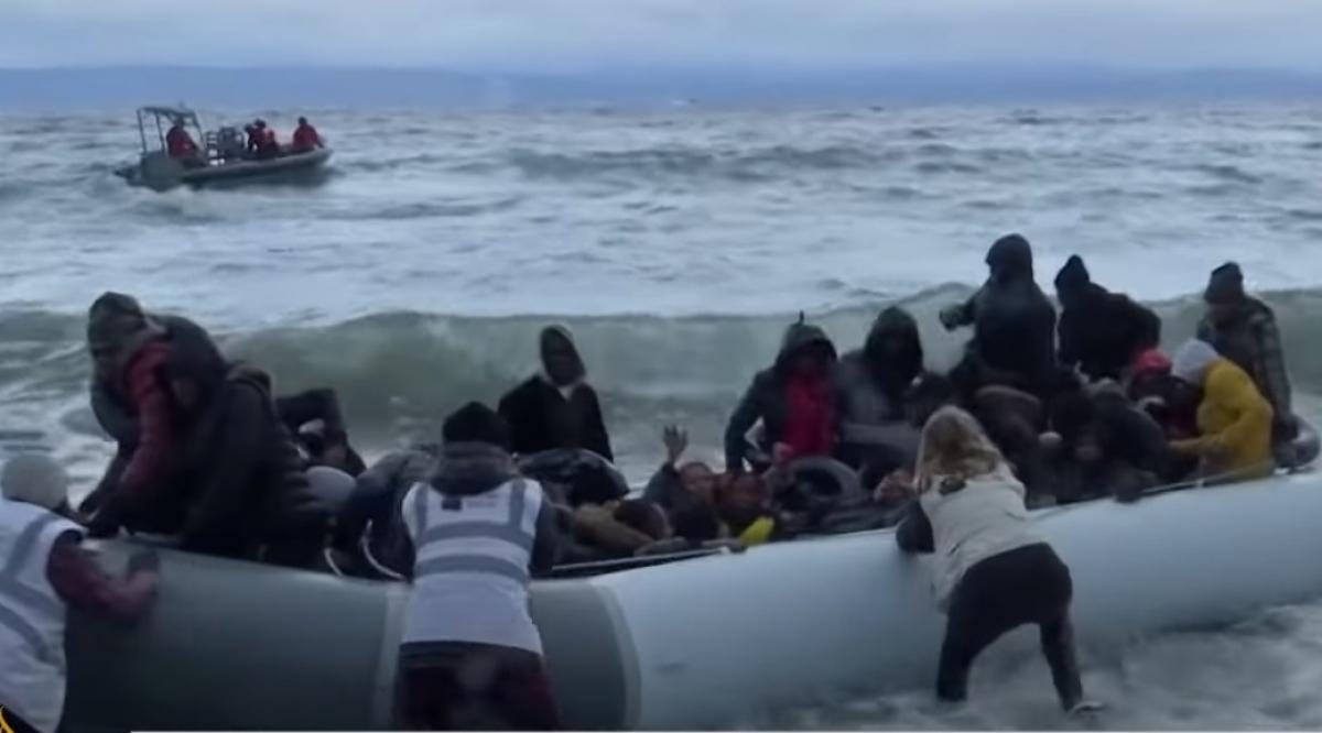 Người tị nạn tìm cách vượt biển trên những chiếc xuồng thô sơ.