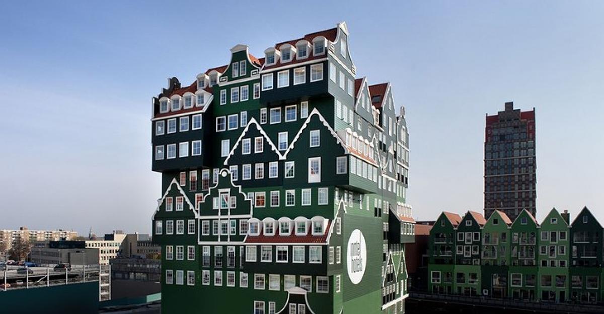Khách sạn ở Amsterdam, Hà Lan trông giống như hàng chục ngôi nhà nhỏ được ghép lại với nhau.
