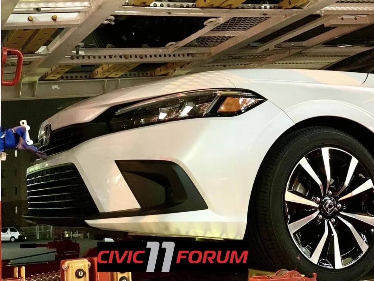 Như những suy đoán trước đó, hình thức cuối cùng của mẫu Civic mới sẽ gần giống với Civic Prototype đã được tiết lộ vào tháng 11 năm ngoái. Kiểu dáng chắc chắn sẽ ít mạnh mẽ hơn nhiều so với mẫu FC thế hệ mười, với thiết kế cản xe đơn giản hơn bỏ quả các lỗ hút gió giả vì các chi tiết hình chữ C chứa đèn sương mù.