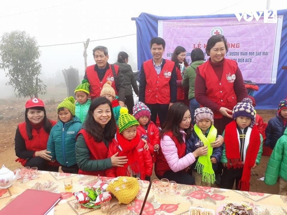 Tổ đan len đã tổ chức rất nhiều chuyến đi từ thiện tới vùng sâu vùng xa, vùng đồng bào dân tộc thiểu số