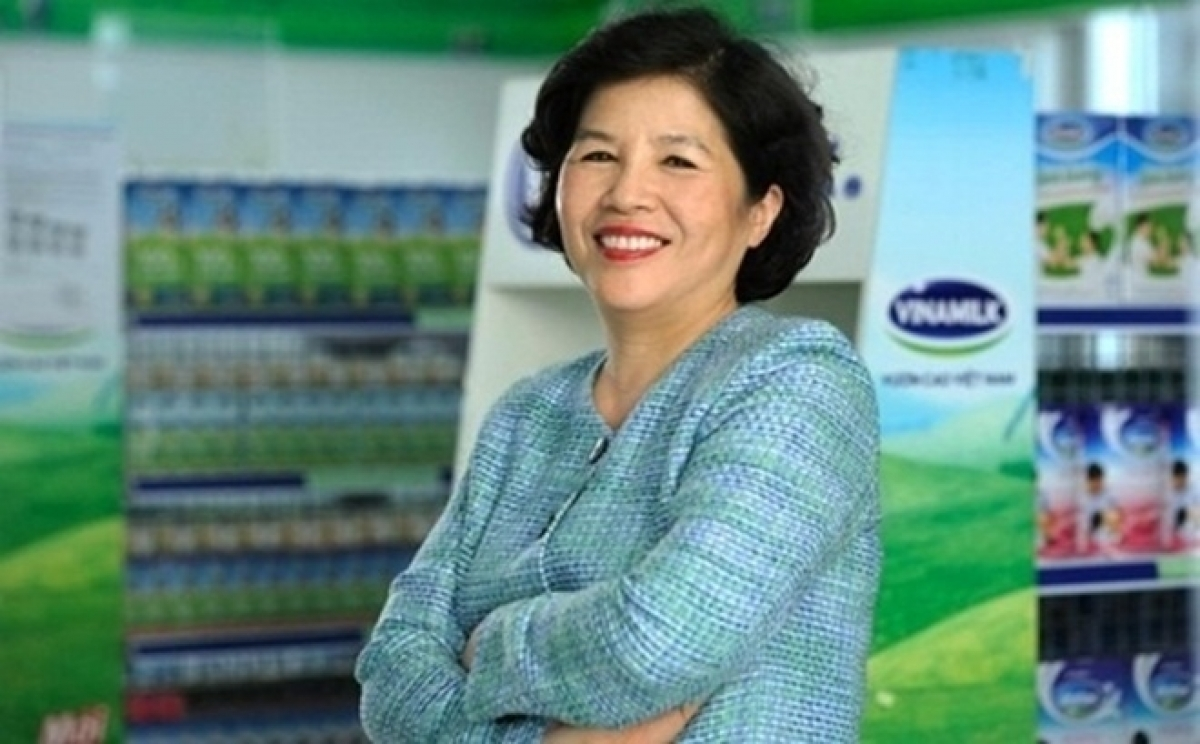 "2. Mai Kieu Lien, CEO of Vinamilk, the largest Vietnamese dairy producer Mai Kieu Lien is one of the most powerful and renowed female enterpreners in the country and throughout the world. CNBC newswire describes Lien as the ""Dairy Queen"" and the ""Vietnamese Margaret Thatcher"" because the iron woman deserves credit for transforming Vinamilk into a strong brand over the past 40 years. With her dedication and outstanding talents in both business and leadership, Lien became the first and only Vietnamese CEO to receive the Asia's Best CEO award for investor relations. Furthermore, Forbes also named her as one of the top 50 most powerfull business women in Asia four consecutive times."