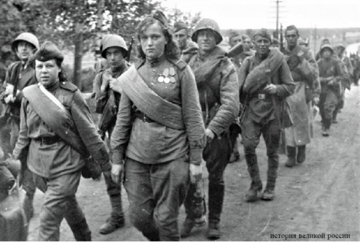 Các đơn vị bộ binh là nơi phục vụ đặc biệt khó khăn, cả về thể chất lẫn tinh thần; Nguồn: historygreatrussia.ru