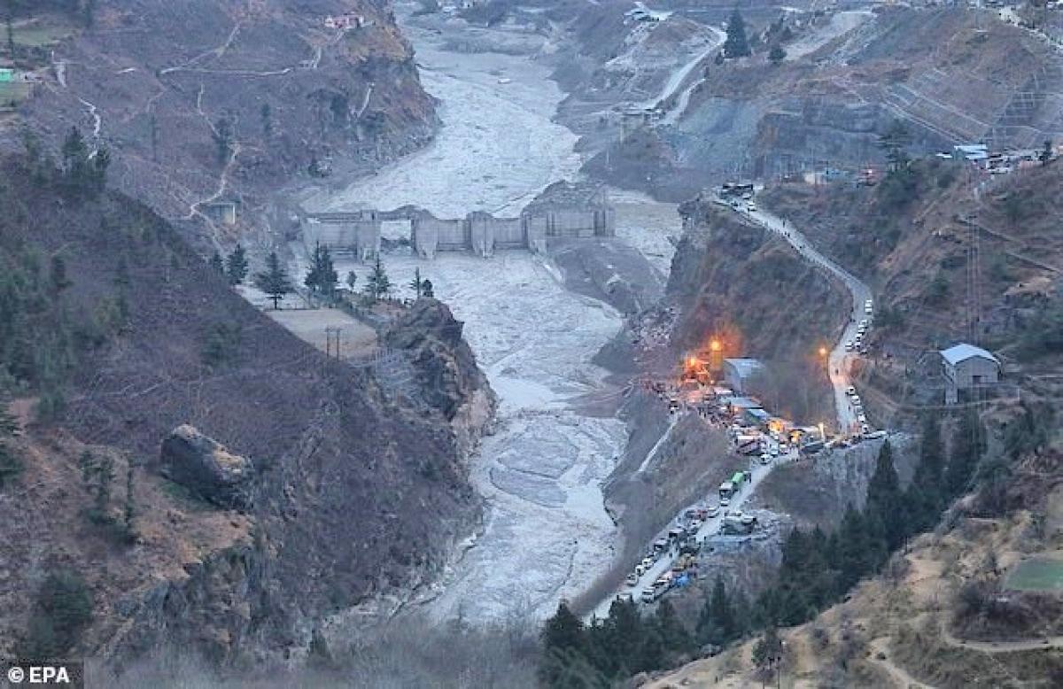 Nhiều người ở Ấn Độ tin rằng, Plutonium CIA đánh mất trên dãy Himalaya đã gây ra lũ lụt ở đây; Nguồn: dailymail.co.uk
