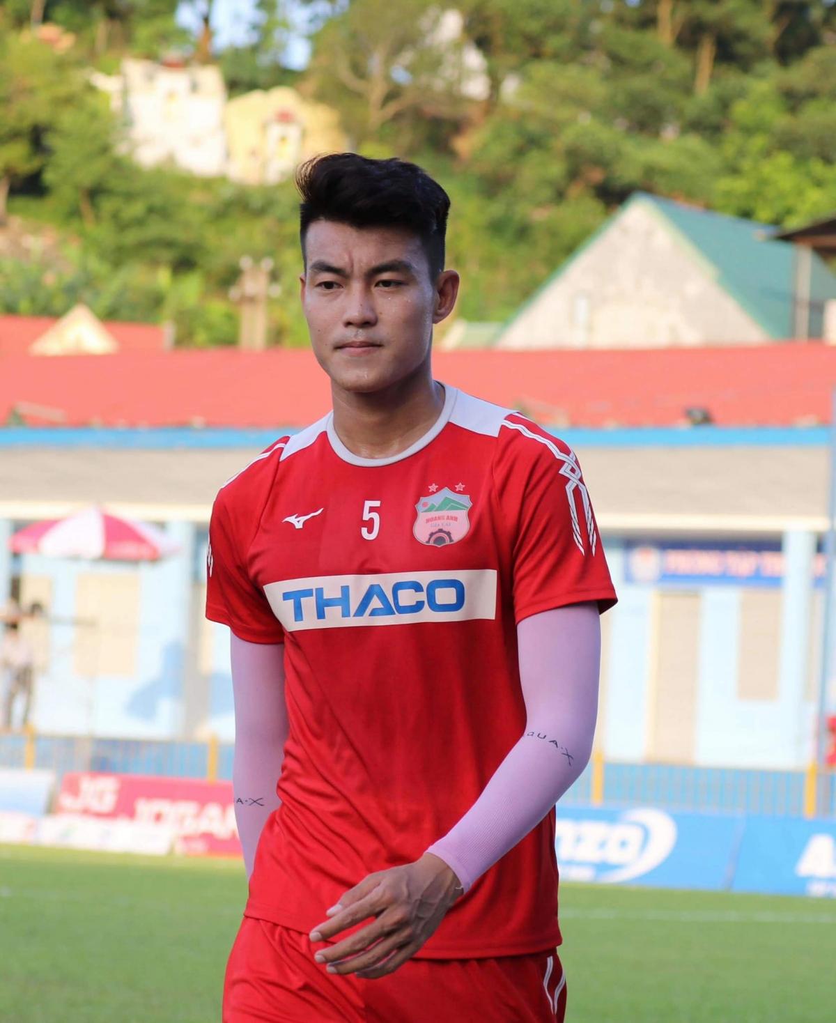 Trung vệ: Nguyễn Tăng Tiến | HAGL: 2016-2018 | TPHCM: 2018-hiện tại (Ảnh: FBNV)