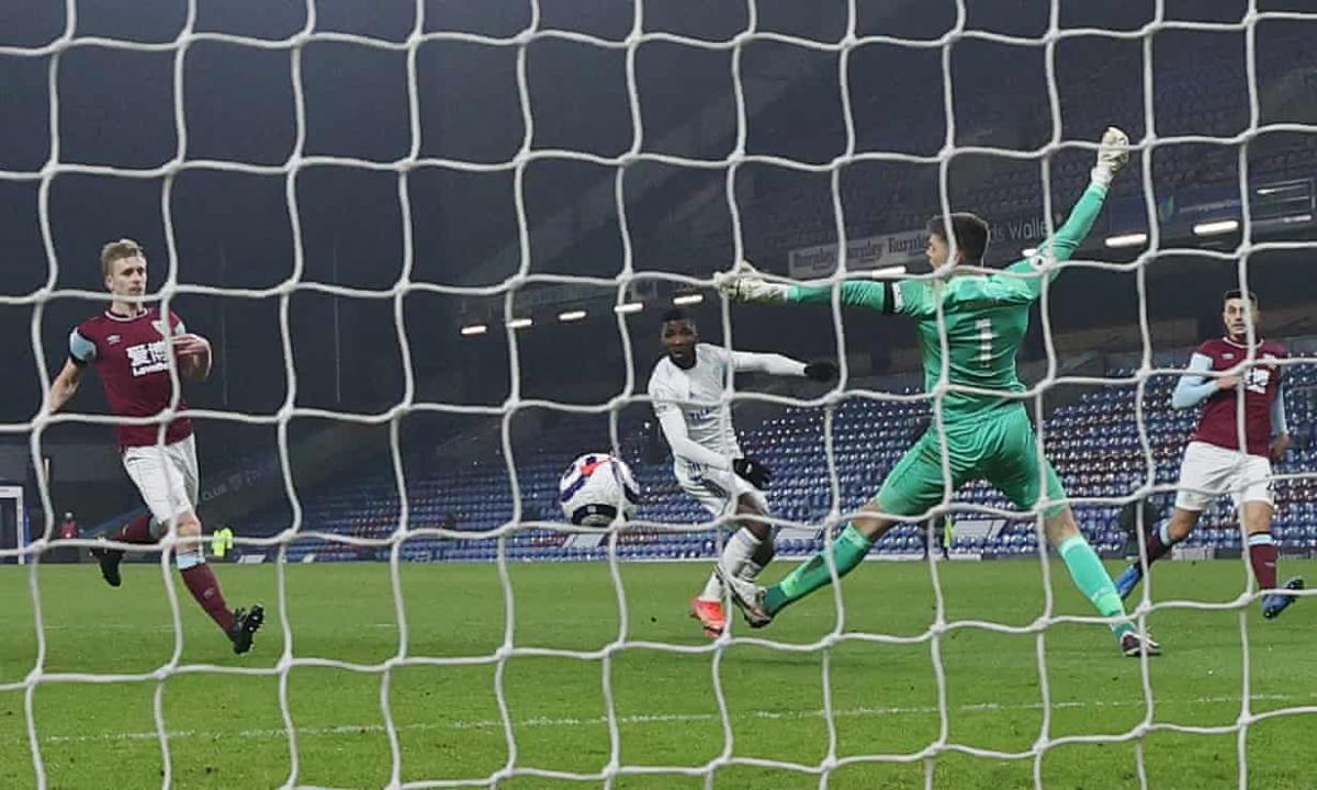 Tuy nhiên, bàn thắng quân bình tỷ số của Kelechi Iheanacho là tất cả những gì Leicester làm được ở trận này.