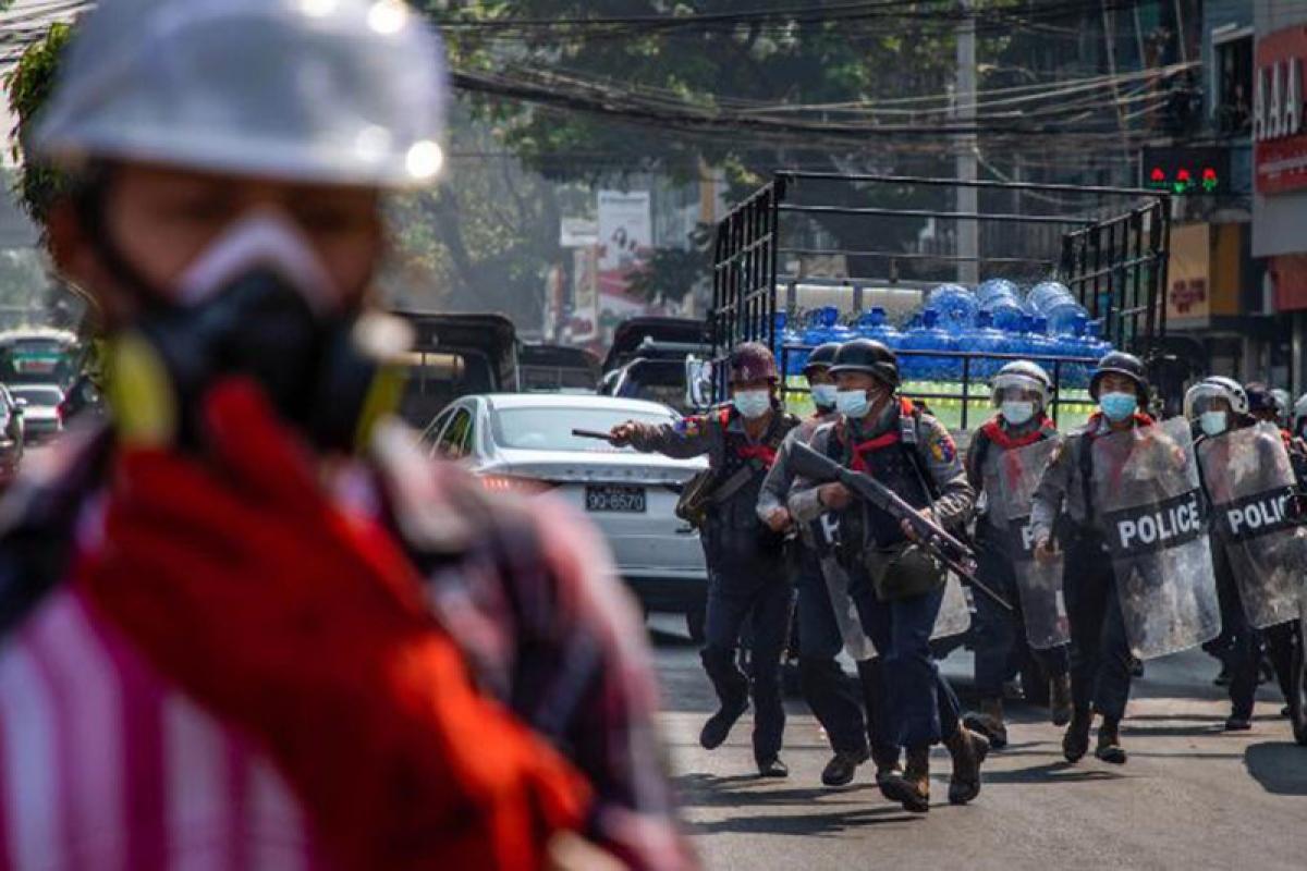 Các trang truyền thông xã hội thực hiện nhiều biện pháp ủng hộ người biểu tình tại Myanmar.- Ảnh: CNN.