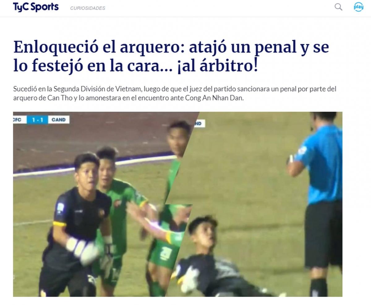 Các trang tin AS, Ole (Tây Ban Nha) và Tyc Sports (Argentina) đăng tải bài viết nói về tình huống thủ môn Thanh Vũ khiêu khích trọng tài ở giải hạng Nhất Việt Nam 2021. (Ảnh: Chụp màn hình).