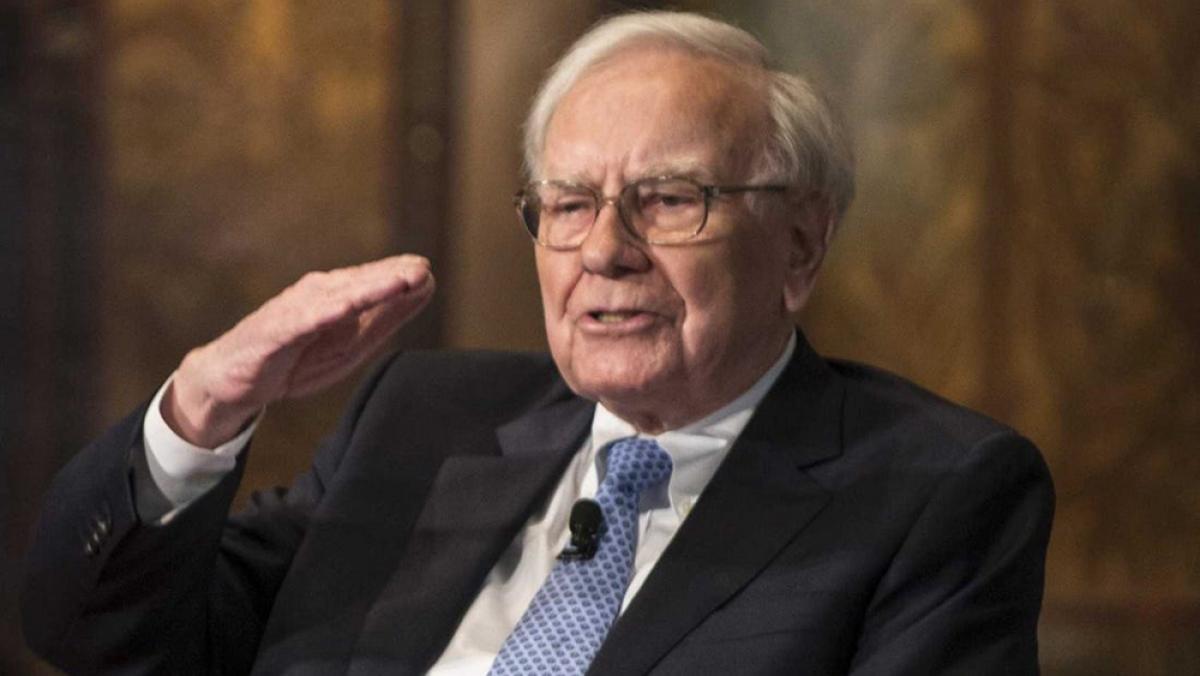 Dù rất giàu có nhưng tỷ phú Warren Buffett lại có lối sống giản dị và hết sức tiết kiệm. Ông vẫn ăn những món ăn bình dân với giá chỉ vài USD/suất.