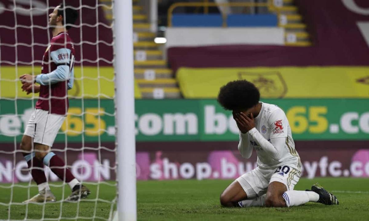 Leicester bỏ lỡ cơ hội vượt mặt MU trên bảng xếp hạng Premier League.