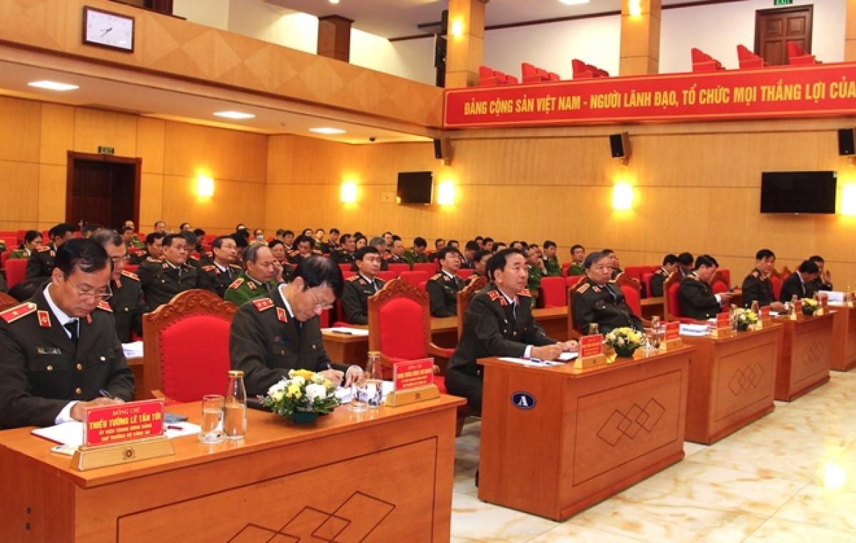 Bộ trưởng Tô Lâm với các đại biểu tham dự hội nghị