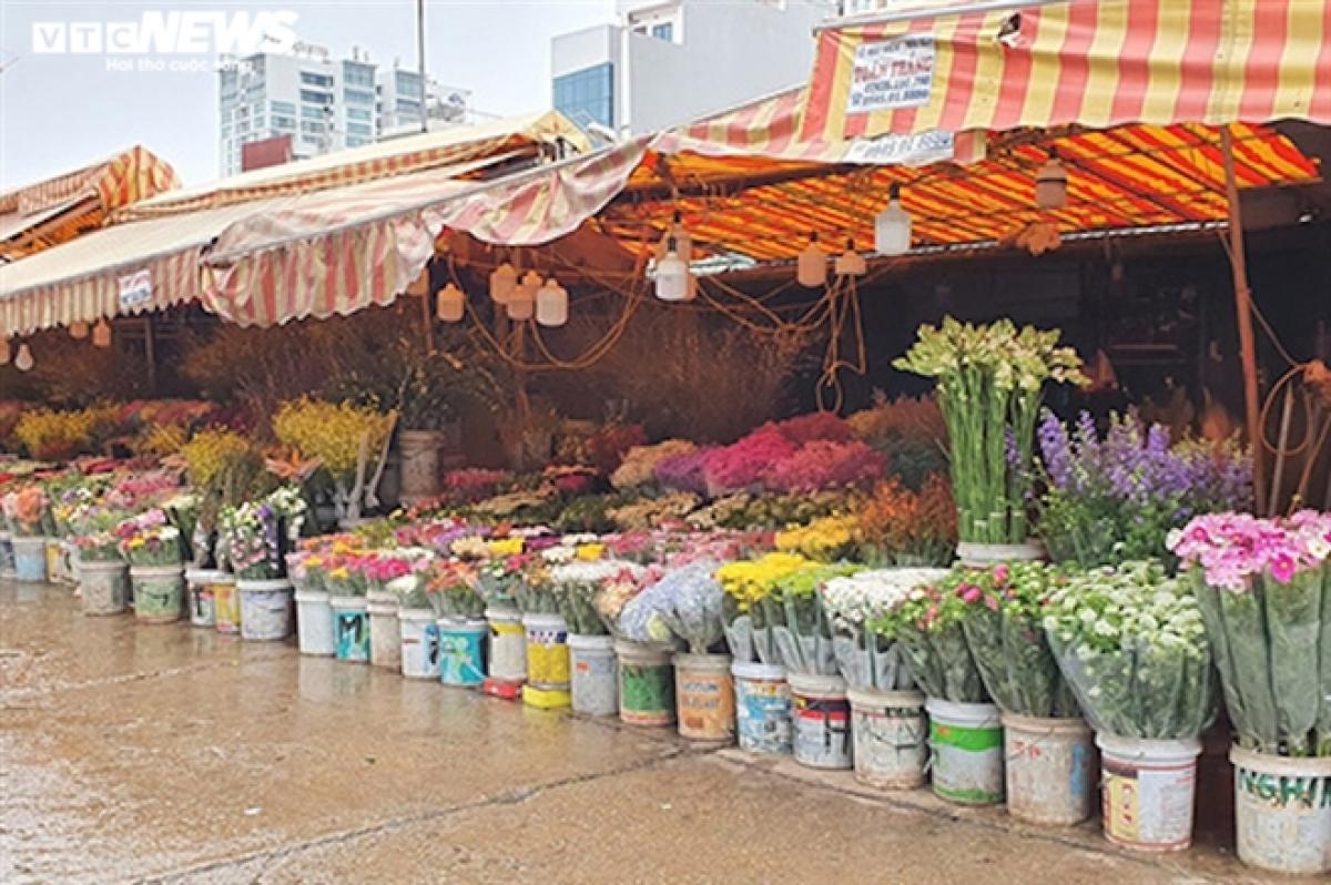 Chợ hoa Quảng Bá (236 Âu Cơ, Quảng An, Tây Hồ, Hà Nội).